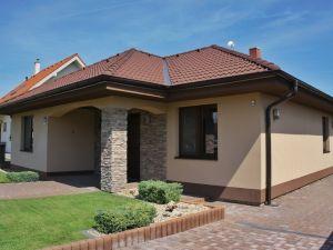 NEO – Ponúkame na predaj zánovný bungalov vtichej časti obce Boleráz
