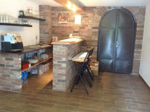 Luxusná vinohradnícka chata na predaj