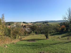 Na predaj stavebný pozemok so záhradou v centre obce Krajné