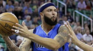 NBA: Deron Williams k LeBronovi Jamesovi a Korverovi do Clevelandu