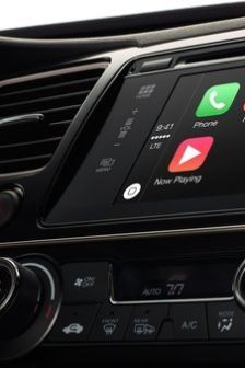 toyota nechce apple carplay ani android auto ostane pri tov renskom rie en iv sk. Black Bedroom Furniture Sets. Home Design Ideas