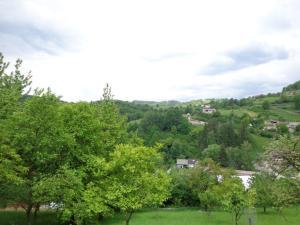 REZERVOVANÉ Predaj pozemku vhodný na výstavbu chaty, obec Čavoj, 615m2