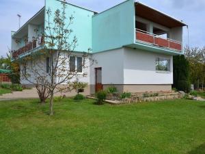Na predaj kompletne prerobený RD (penzión)-739m2 - v obci Trávnica