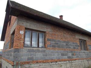 Rodinný dom - nedorobený s veľkým pozemkom v Kotešovej.217-12-MIO