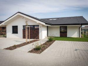 Lastovičky - 4 izbové domy s občianskou vybavenosťou, vlastným lesoparkom a jazerom.