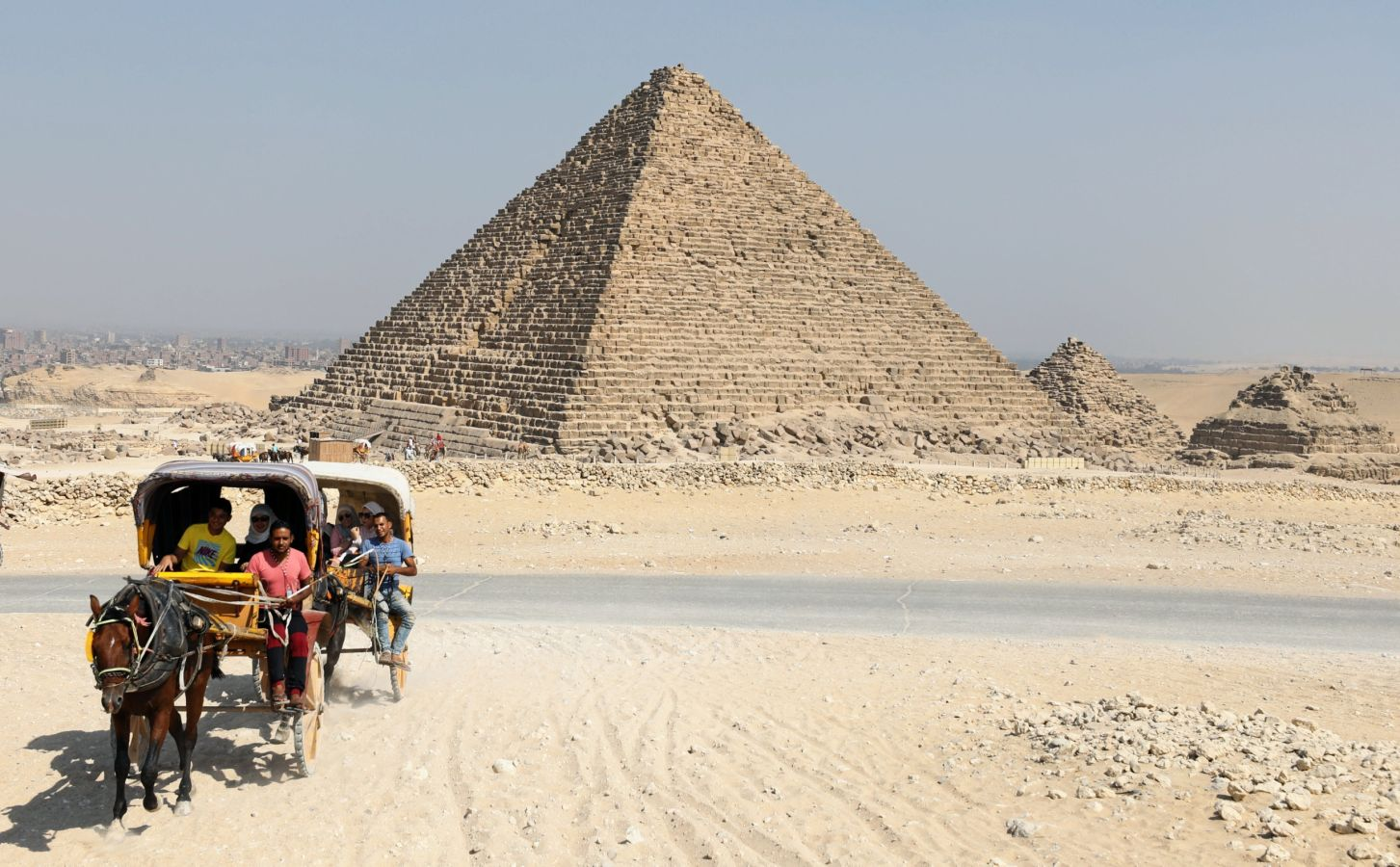 a discussion of how the pyramids of egypt were built The oldest known pyramids in egypt are found at the saqqara burial ground, northwest of memphis among these, the pyramid of djoser was the first to be built, having been completed in 2611 bc.