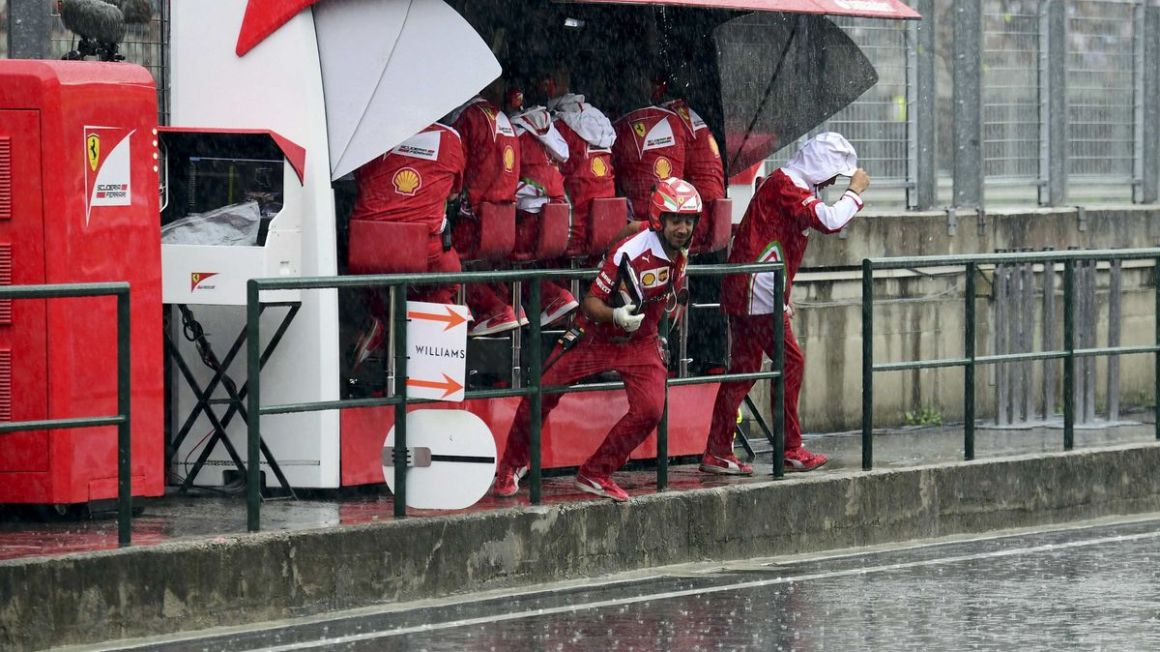 Ferrari boxova ulicka Hungaroring jul16 Reuters