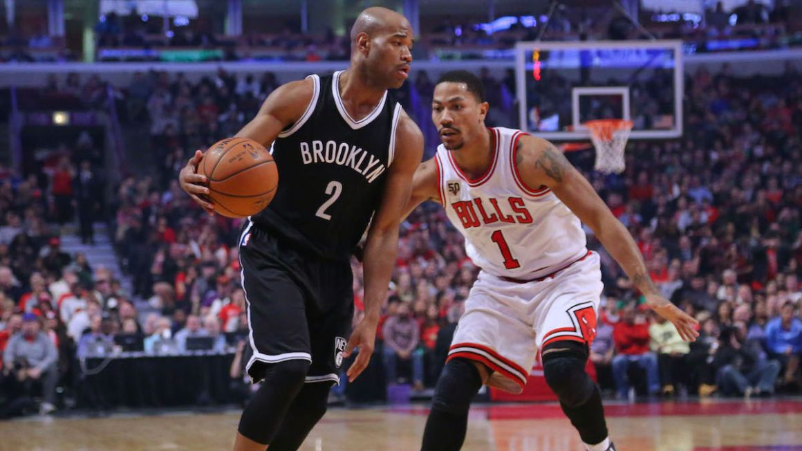 Brooklyn_Nets_Jarrett_Jack_hra_s_loptou_dec15